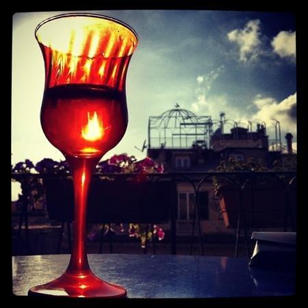 I Tetti di Genova B&B : l'aperitivo sul terrazzino!