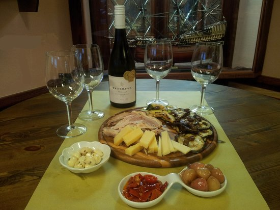 Capitan Drake Enoteca & Cucina: Aperitivo in gastronomia