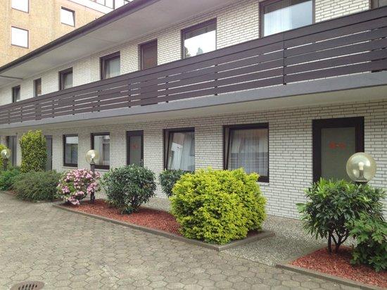 Best Western Hotel Hamburg International : Lage des Zimmers im Hinterhof, Erdgeschoss, mit Einblick