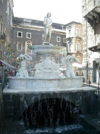 ‪Fontana dell'Amenano‬