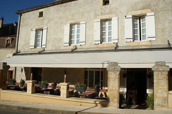 Hôtel-Restaurant Le Home au Père William : FACADE DE L HOTEL/RESTAURANT