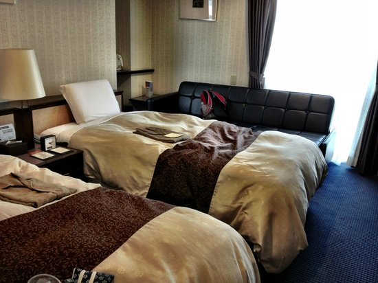 Hotel Sunroute Kyoto: Corner Twin with Sleeper Sofa