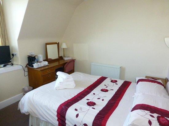 Cullen Bay Hotel: Alte Möbel