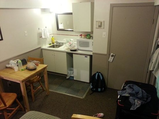 "Rocky Mountain B&B: Room 9's ""kitchen"" (there's no cooker)"