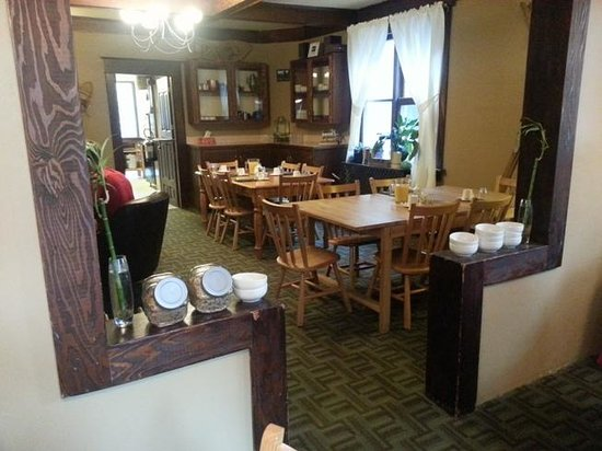 Rocky Mountain B&B: Dining area & lounge where we ha breakfast