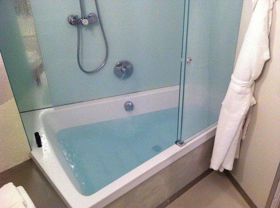NU Hotel Milano: bathroom