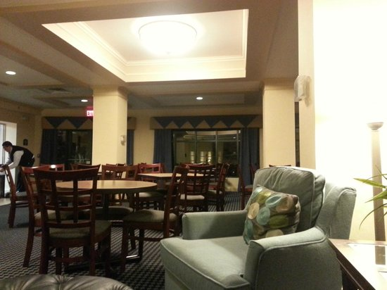 Holiday Inn Express Buffalo Airport : lounge area social