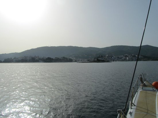 Evdora Catamaran Sailing : on return back into skiathos town