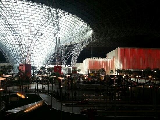 Ferrari World Abu Dhabi: vast interior