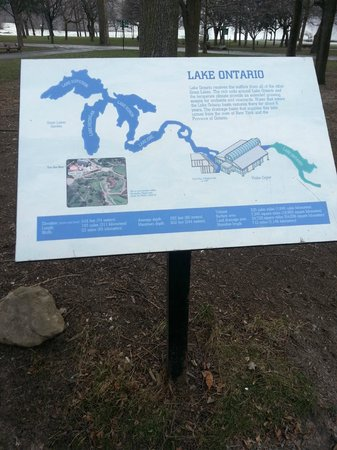 Niagara Falls Discovery Center: information sign