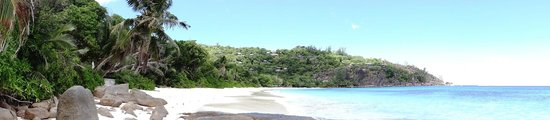 Four Seasons Resort Seychelles: Beach and entire resort