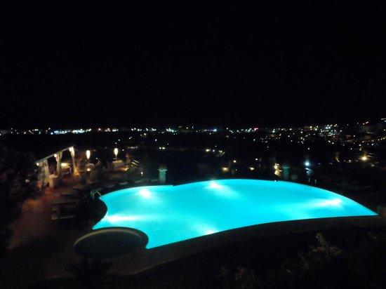 Creta Blue Suites : Vue Piscine la nuit