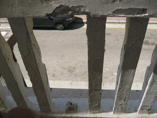 Achillion Hotel: Rustent jern.