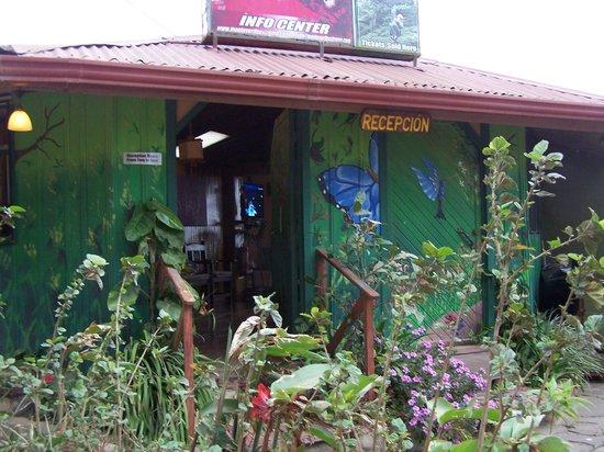 Camino Verde Bed & Breakfast Monteverde: Entrance to Camino Verde