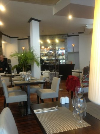 Le Riva : Salle de restaurant