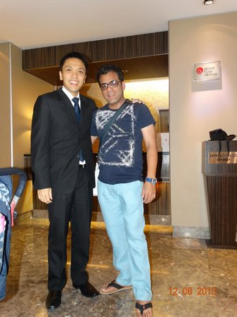 PARKROYAL on Kitchener Road: Pic with Manager Mr Danielle Darmawan