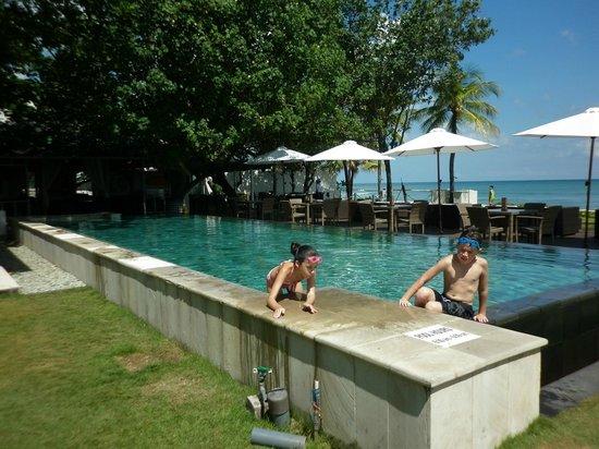 Bali Garden Beach Resort: infinity pool