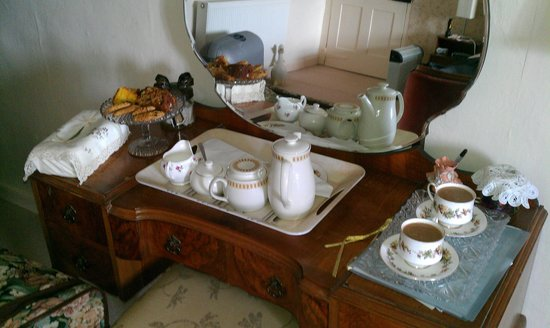 East Raddon B&B: Hot tea and coffee & cakes on arival 100%