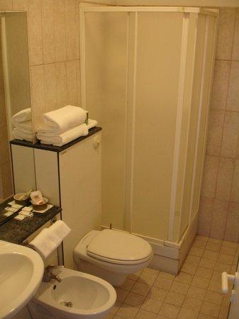 Hotel Traghetto: Bagno in camera con doccia