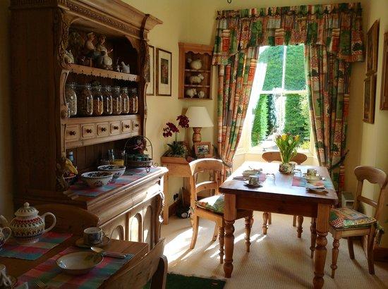 Crosshall Farmhouse B&B: Breakfast room