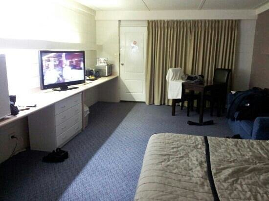 Mayfair Motel : large room