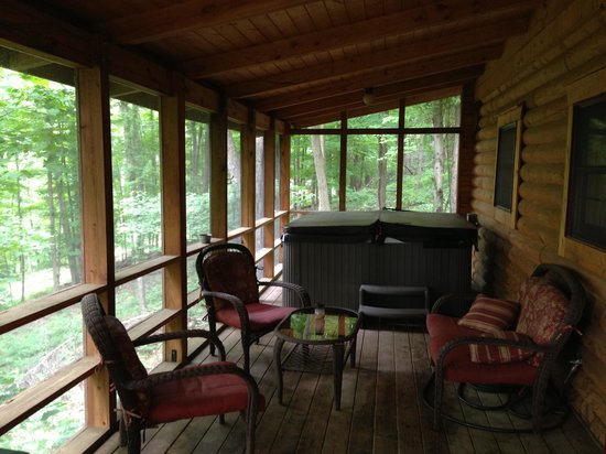 Valley View Cabins: Spent a lot of time in the hot tub