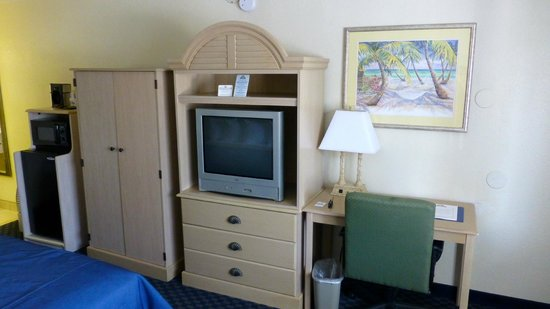 Days Inn Cocoa Beach Port Canaveral: TV, Kühlschrank, Mikrowelle vorhanden