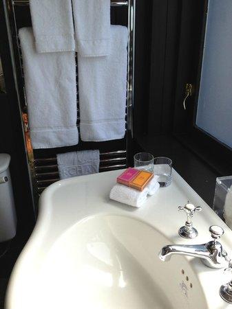 Merchant Hotel: bathroom