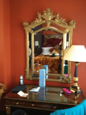 Merchant Hotel: mirror at the room