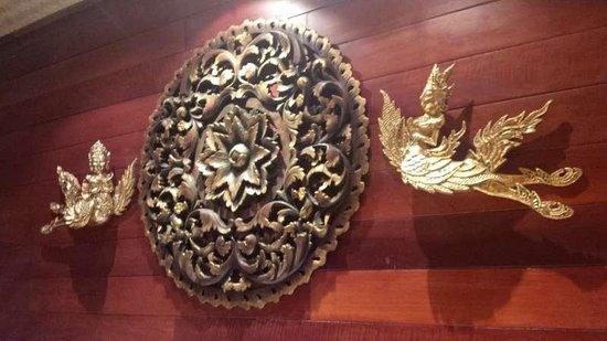 Ruenkanok Thai House: Intricate wall display in our room