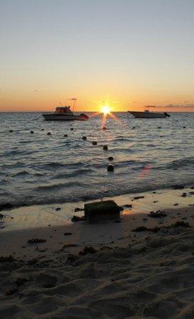 Pearle Beach Resort & Spa: Beautiful sunset at Pearle Beach