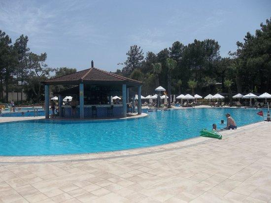 PALOMA Foresta Resort & Spa: Main Pool and Pool Bar