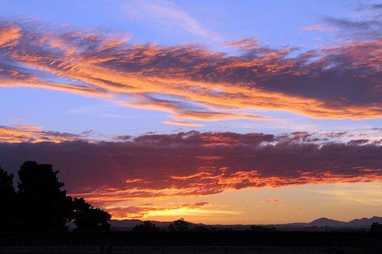 ASURE Sundowner Motel: Sunset on the way to the Sundowner