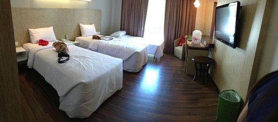 Bintang Kuta Hotel: Room with an additional bed