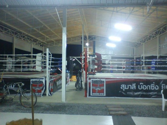 Sumalee Boxing Gym: at nightime