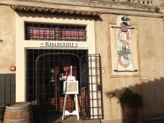 Osteria Il Sigillo: Вход в остерию