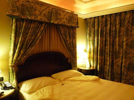 River Chateau Hotel: kleines Standardzimmer