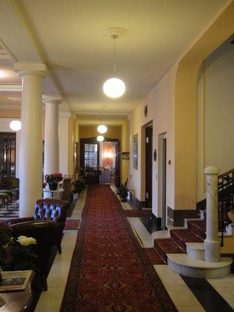 Hotel Royal Luzern: Main Lobby Area