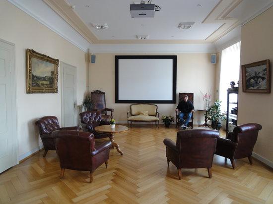 Hotel Royal Luzern: Room on main lobby area