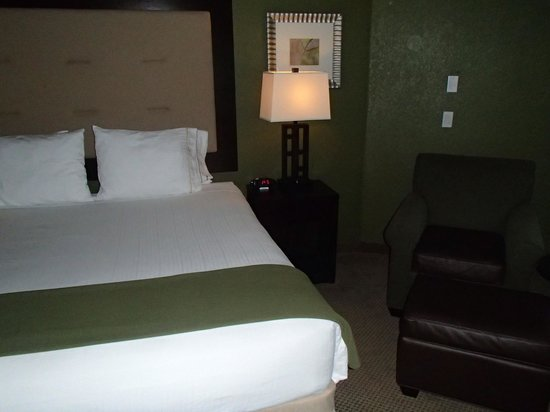 Holiday Inn Express Hotel & Suites Galveston West - Seawall: Our room. Very modern!