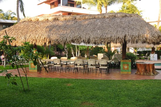 Casamar Suites Hotel : Palapa in the court yard