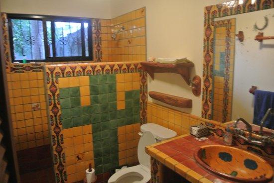 Casamar Suites Hotel : my tile bathroom