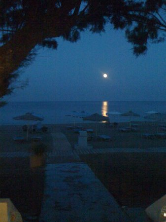 Monaxia : has a nice view in the evening