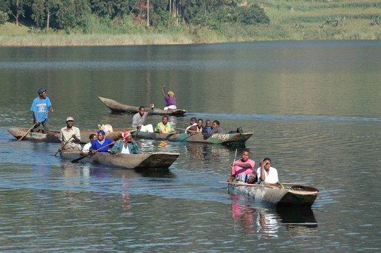 Lake Mutanda Canoe Trekking