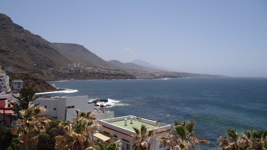 OCÉANO Hotel Health Spa: Ausblick auf den Nachbarort/Teide/Meer