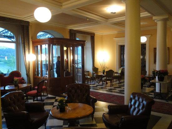 Hotel Royal Luzern: Sitting area in main lobby