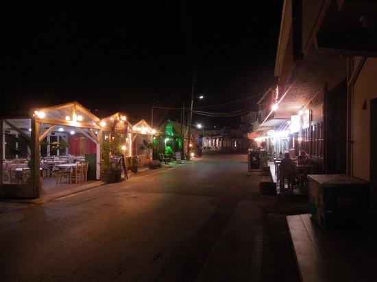Hotel Emerald: Almyrida by night