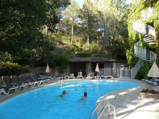 Villa Borghese : Le magnifique cadre de la piscine