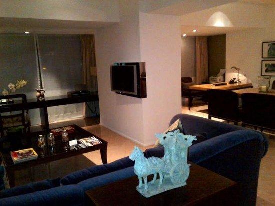 Grand Hyatt Taipei: Living room of the suite