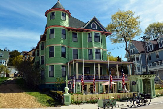Inn on Mackinac: exterior shot of the inn